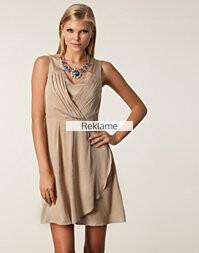 Jelena Wrap Dress fra Nelly.com til 229.-